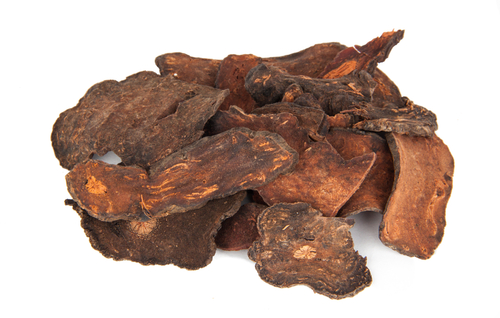 Củ hà thủ ô thường bán dưới dạng đã phơi khô và được cắt lát. Hà thủ ô chất lượng tốt có mầu nâu đỏ. (Shutterstock)