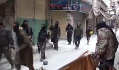 Các tay súng ISIS ở Yarmouk (Ảnh chụp màn hình YouTube)
