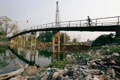 Người dân làng Thống Nhất (Hà Nội) sử dụng nước sinh hoạt chủ yếu từ nguồn giếng khoan, tuy nhiên nguồn nước không được đảm bảo do nước sông Nhuệ chạy quanh làng bị nhiễm Asen rất cao. (Ảnh: kinhtenongthon)