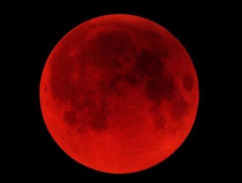 mặt trăng máu,
