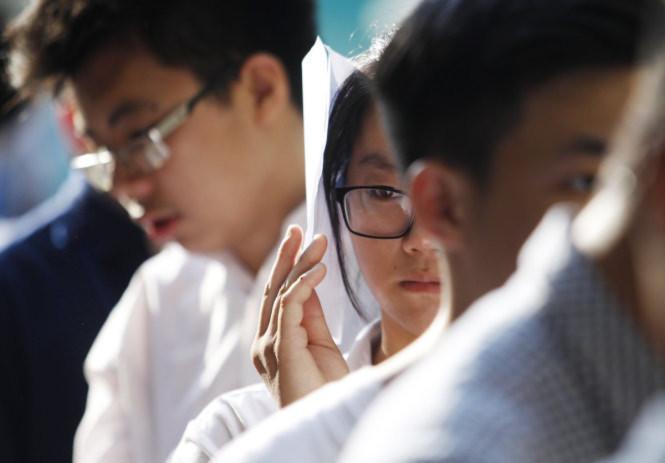 <br /><br /><br /> Vẻ lo lắng của các thí sinh trước khi bước vào phòng thi - Ảnh: Nguyễn Khánh<br /><br /><br />