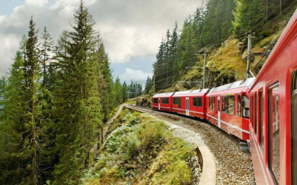 10 chuyến xe lửa thử thách lòng dũng cảm của du khách
