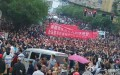 Người dân huyện Lân Thủy tuần hành biểu tình, ngày 17 tháng 5 năm 2015 (ảnh: Sina Weibo)