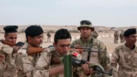 Cố vấn quân sự Mỹ huấn luyện cho lực lượng Iraq.