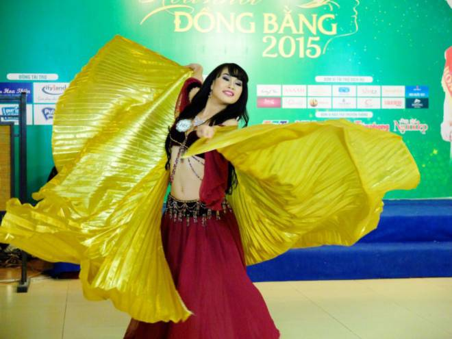 Thí sinh Dương Thái Thiên Thanh thể hiện khả năng belly dance