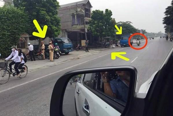 """Một tấm ảnh khác được cho là CSGT cố """"bẫy"""" người đi đường được chia sẻ trên mạng Facebook."""