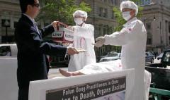 """Tổ chức Thế giới Điều tra Cuộc đàn áp Pháp Luân Công (WOIPFG) đã cho công bố kết luận điều tra: """"Đảng Cộng sản Trung Quốc (ĐCSTQ) dưới sự chỉ huy của cựu lãnh đạo Giang Trạch Dân đã giết trên 2 triệu học viên Pháp Luân Công để mổ sống lấy nội tạng"""