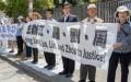 Các học viên Pháp Luân Công vùng Vịnh (Bay Area) tập trung trước Lãnh sự quán Trung Quốc trên đường Laguna, thành phố San Francisco, bang California của Hoa Kỳ, vào ngày 1/7 để ủng hộ các vụ kiện Giang Trạch Dân, cựu Chủ tịch nước Trung Quốc. (Ảnh: Mark Cao/Đại Kỷ Nguyên tiếng Anh)