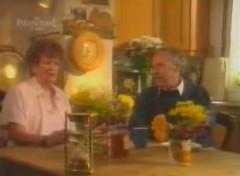 """Hai nhân chứng kể về khách sạn bí ẩn năm 1979 (Ảnh chụp từ màn hình chương trình """"Strange but True?"""")"""