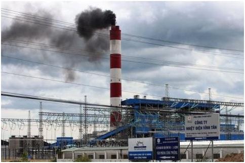 Nhà máy nhiệt điện Vĩnh Tân 2 tại huyện Tuy Phong, tỉnh Bình Thuận đang thải khói độc vào môi trường. Ảnh baodatviet