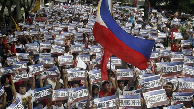 Người dân philippines biểu tình phản đổi Trung Quốc. Ảnh infornet