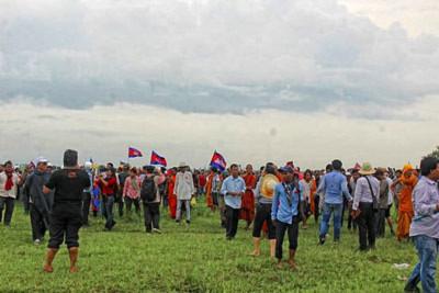 Ngày 19 tháng 7 vừa qua, hàng ngàn người Campuchia do Đảng Cứu Quốc dẫn đầu đã đến khu vực biên giới giữa Campuchia và Việt Nam ở cột mốc 203