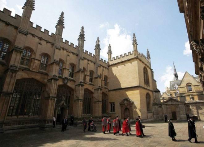 <b>5. Đại học Oxford</b><br><br>Quốc gia: Anh<br>Xếp hạng trong nước: 2<br>Xếp hạng về chất lượng giáo dục toàn cầu: 7<br>Xếp hạng về công việc của sinh viên sau tốt nghiệp: 13<br>Tổng điểm: 96,46/100<br><br><i>Nguồn: Center for World University Rankings</i>