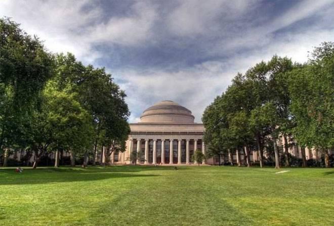 <b>3. Học viện Công nghệ Massachusetts (MIT)</b><br><br>Quốc gia: Mỹ<br>Xếp hạng trong nước: 3<br>Xếp hạng về chất lượng giáo dục toàn cầu: 3<br>Xếp hạng về công việc của sinh viên sau tốt nghiệp: 11<br>Tổng điểm: 97,54/100<br><br>Nguồn: Center for World University Rankings<br>