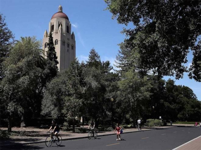 <b>2. Đại học Stanford</b><br><br>Quốc gia: Mỹ<br>Xếp hạng trong nước: 2<br>Xếp hạng về chất lượng giáo dục toàn cầu: 9<br>Xếp hạng về công việc của sinh viên sau tốt nghiệp: 2<br>Tổng điểm: 98,66/100<br><br><i>Nguồn: Center for World University Rankings</i><br>
