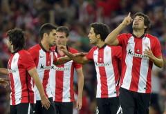 Mikel San Jose (phải) mở tỉ số trận đấu. Ảnh: Reuters