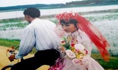 Đám cưới thời bao cấp đây! Thật dễ thương phải không các bạn?