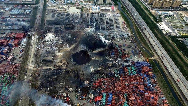 Hố đen khổng lồ xuất hiện sau vụ nổ ở Thiên Tân. Các chuyên gia cho rằng đây không phải là kết quả của một vụ nổ hóa chất.