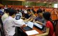 Thí sinh rút hồ sơ xét tuyển tại Trường ĐH Kinh tế TP.HCM sáng 10-8 - Ảnh: Như Hùng