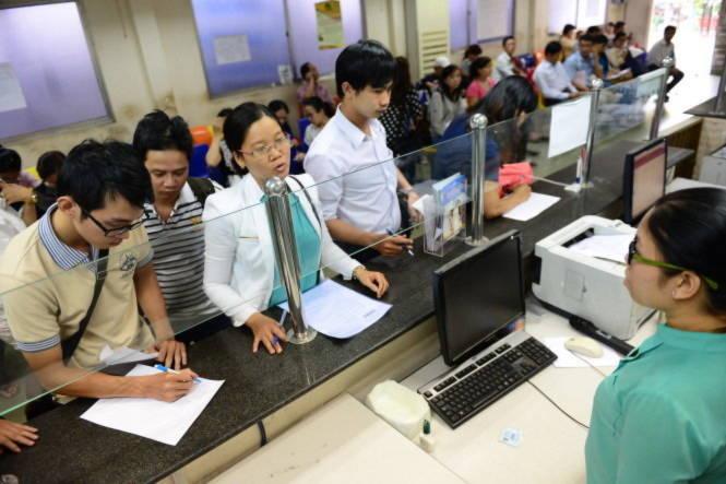 Theo Luật doanh nghiệp 2014, thủ tục đăng ký thành lập doanh nghiệp mới sẽ chỉ còn 3 ngày. Trong ảnh: người dân đến làm thủ tục đăng ký kinh doanh tại Sở KH-ĐT TP.HCM - Ảnh: Quang Định