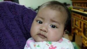 Bé gái 1 tháng tuổi đã biết nói