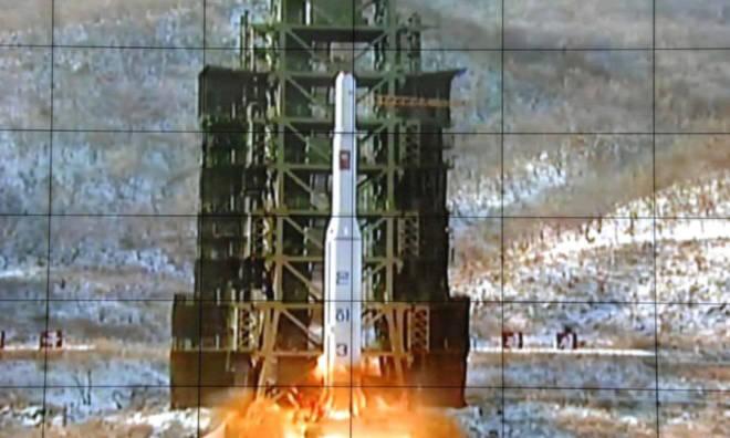 Triều Tiên phóng tên lửa mang theo vệ tinh. (Nguồn: thestar.com)