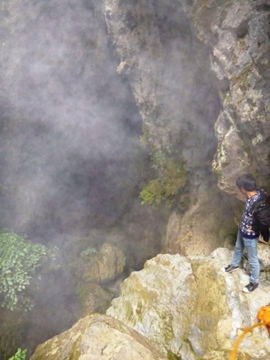 Miệng hang Địa Ngục nghi ngút sơn lam chướng khí