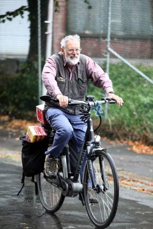 Cụ ông đạp xe xuyên quốc gia chỉ để mua cà phê cho vợ - Ảnh 2