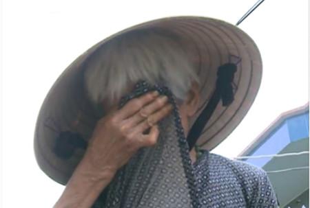 Hình ảnh Xót xa cảnh cụ bà 90 tuổi còng lưng nuôi 2 con bại liệt số 2