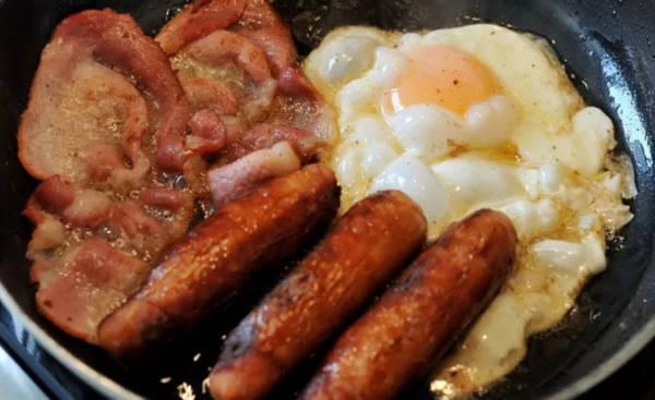 Xúc xích và thịt xông khói lọt top những thực phẩm có thể gây ung thư