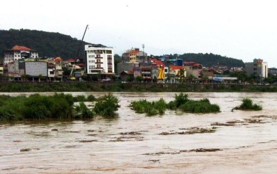 Ảnh chụp lúc mực nước vượt qua mức báo động 1 Ảnh báo Lào Cai