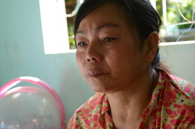 Bà Lý ngẹn ngào khi nói về những đứa con phải nghỉ học giữa chừng- Ảnh: Hồng Lĩnh
