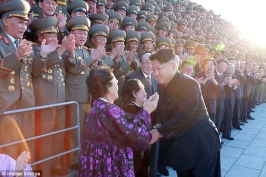 Tiết lộ bí mật sau những tràng pháo tay ở Triều Tiên