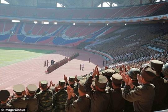 Kim Jong Un luôn được vỗ tay nhiệt liệt trong mỗi sự kiện diễu hành hay duyệt binh mà ông xuất hiện.