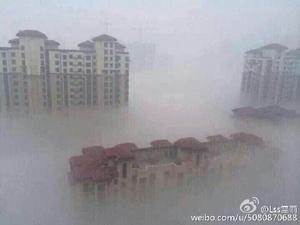 """Lúc 6:00 sáng ngày 25/10, toàn bộ thành phố Trường Xuân bị bao phủ bởi khói mù và tình trạng """"ô nhiễm nghiêm trọng"""" này kéo dài suốt 8 tiếng đồng hồ. (Ảnh: internet)"""