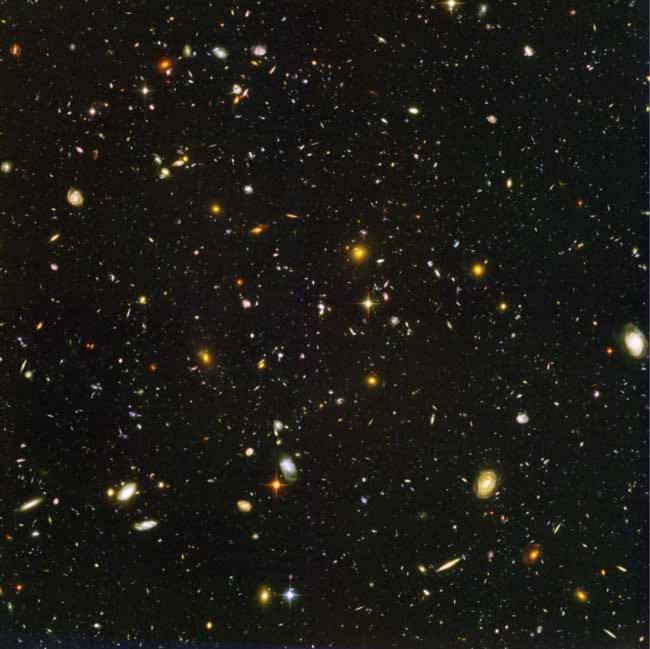Màu sắc rực rỡ tự nhiên của các dải ngân hà do kính thiên văn Hubble chụp được.
