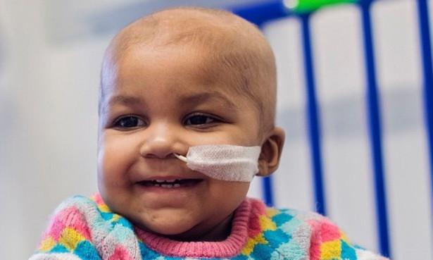 Em bé đầu tiên thoát ung thư máu nhờ chỉnh sửa gene