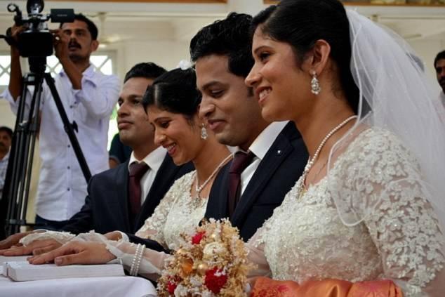 Hình ảnh Đám cưới chung kỳ lạ của hai cặp song sinh số 2