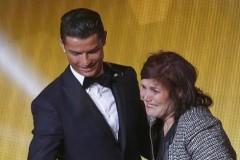Me-cua-Ronaldo-khuyen-con-trai-gia-nhap-MU-hinh-anh