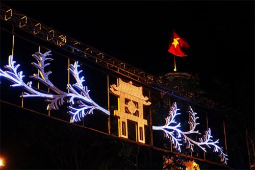 Cả nước rực rỡ cờ hoa đón Tết Dương lịch 2016 - 11