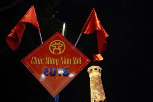 Cả nước rực rỡ cờ hoa đón Tết Dương lịch 2016 - 12