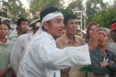 Sau 2 lần làm việc, anh Đoàn Văn Tịnh vẫn chưa nhận được tiền đền bù. Ảnh chụp ngày 10/11. (Ảnh: nld.com.vn)