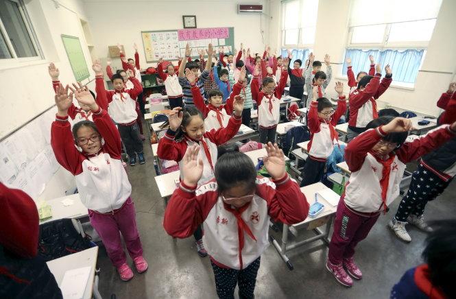 Học sinh Bắc Kinh phải tập thể dục trong lớp vì ô nhiễm không khí quá nghiêm trọng - Ảnh: Reuters