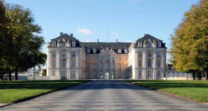 Lâu đài Augustusburg một trong những điểm đến nổi tiếng và thu hút nhất tại Đức