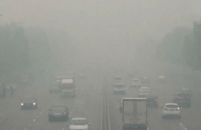 Bắc Kinh chìm trong khói bụi dày đặc cả tuần qua với lượng hóa chất độc hại vượt xa so với tiêu chuẩn an toàn. (SecretChina)