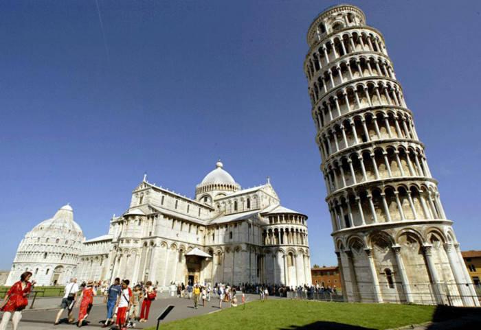 Các nhà khoa học cho biết, tháp vẫn không ngừng nghiêng trong suốt 800 năm qua.