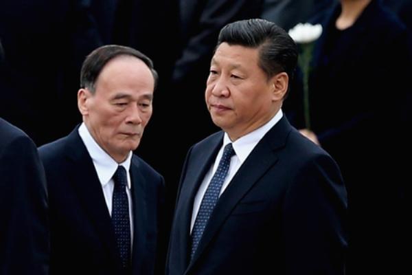 Ông Vương Kỳ Sơn và ông Tập Cận Bình (Feng Li/Getty Images)