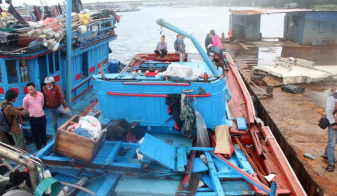 Đống đổ nát trên tàu QNg 98459- Ảnh: Đoàn Cường