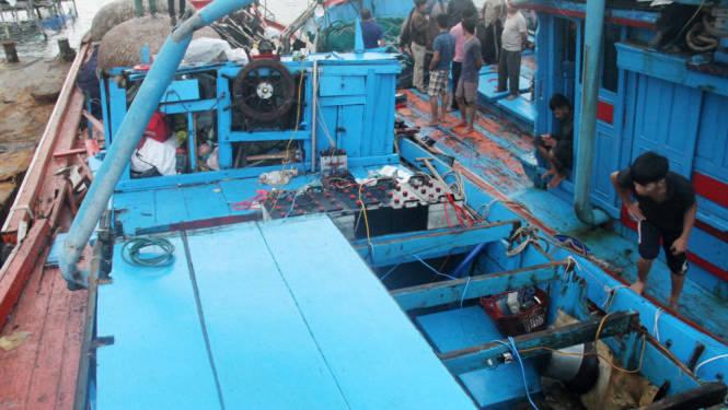 Toàn bộ ngư lưới cụ trên tàu đều hỏng nặng do tàu chim - Ảnh: Đoàn Cường