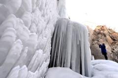 Hồ trữ nước ở khu Xương Bình, thành phố Bắc Kinh đều đóng thành băng nhọn. Ảnh xinhua